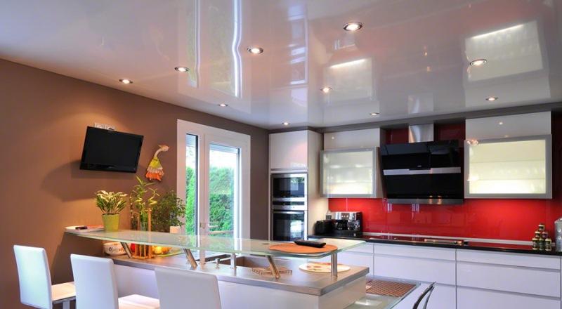 Стоит ли ставить потолок на кухне натяжной ?