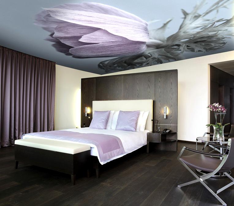 натяжные потолки фото с цветами