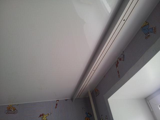 карниз на натяжной потолок