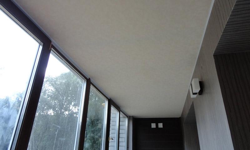 Натяжной потолок для лоджии