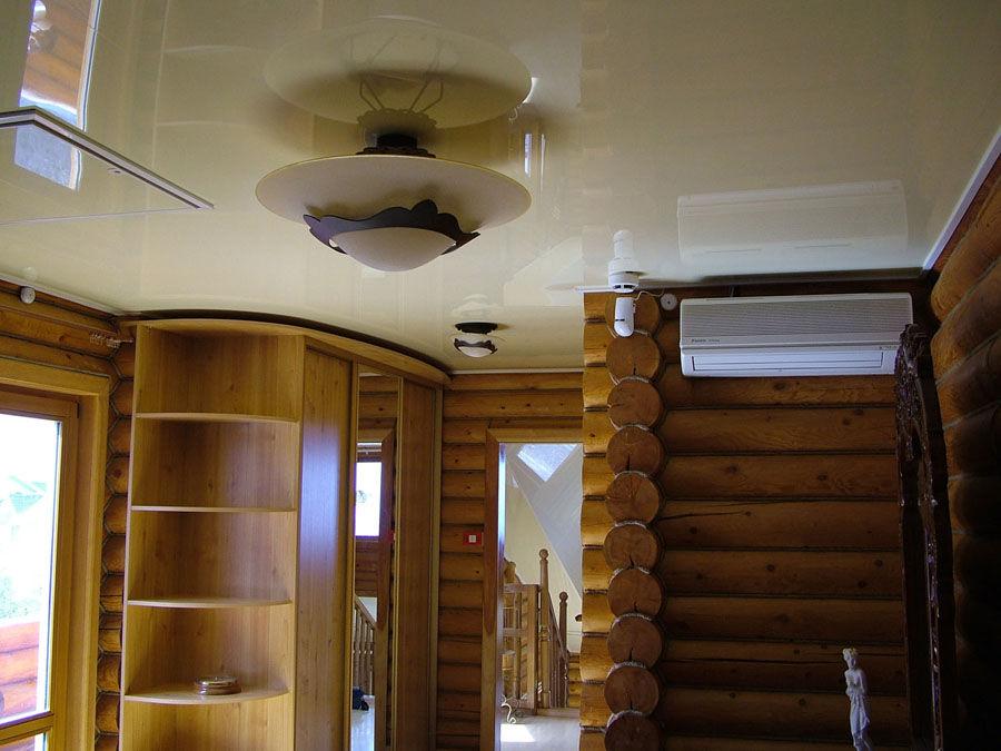 Натяжные потолки в бревенчатом доме
