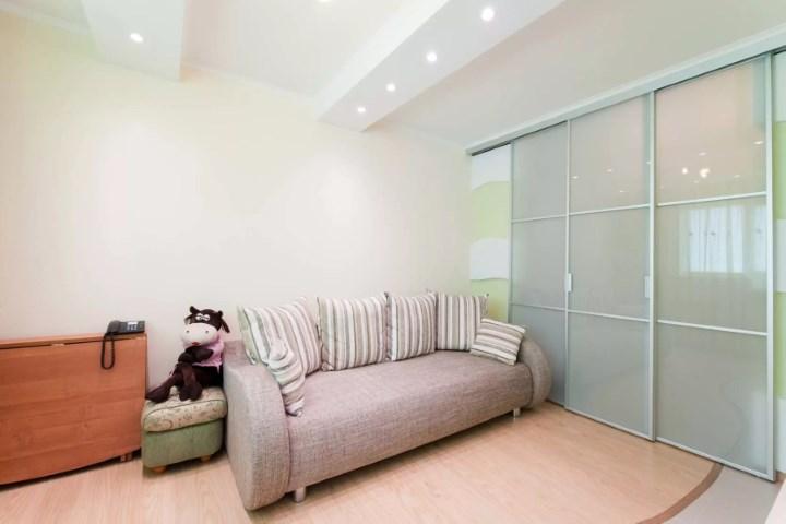 Перегородка и натяжной потолок