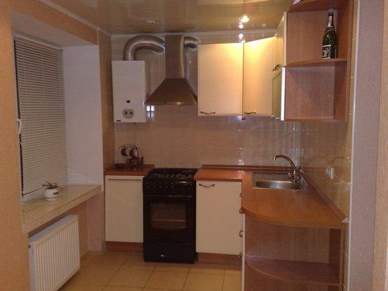 Натяжной потолок с газовой колонкой на кухне