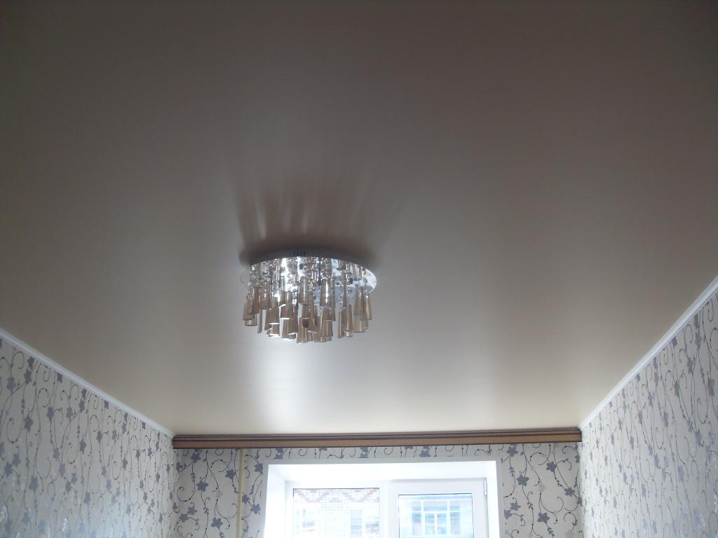 Серые сатиновые натяжные потолки