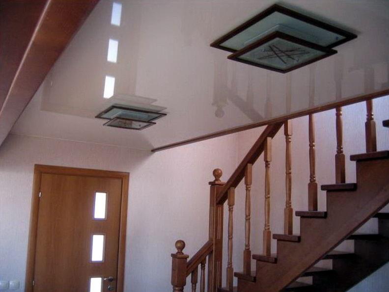 Натяжные потолки в каркасном доме