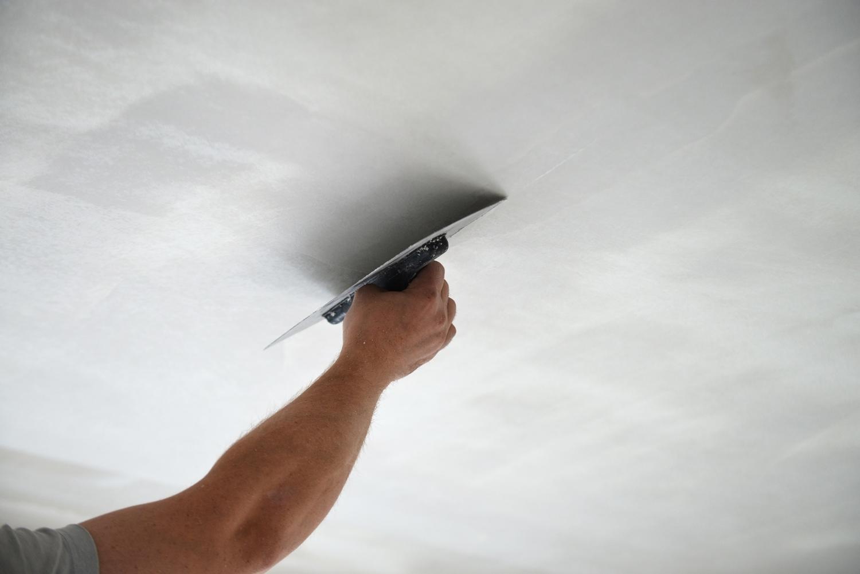 натяжной потолок или штукатурка