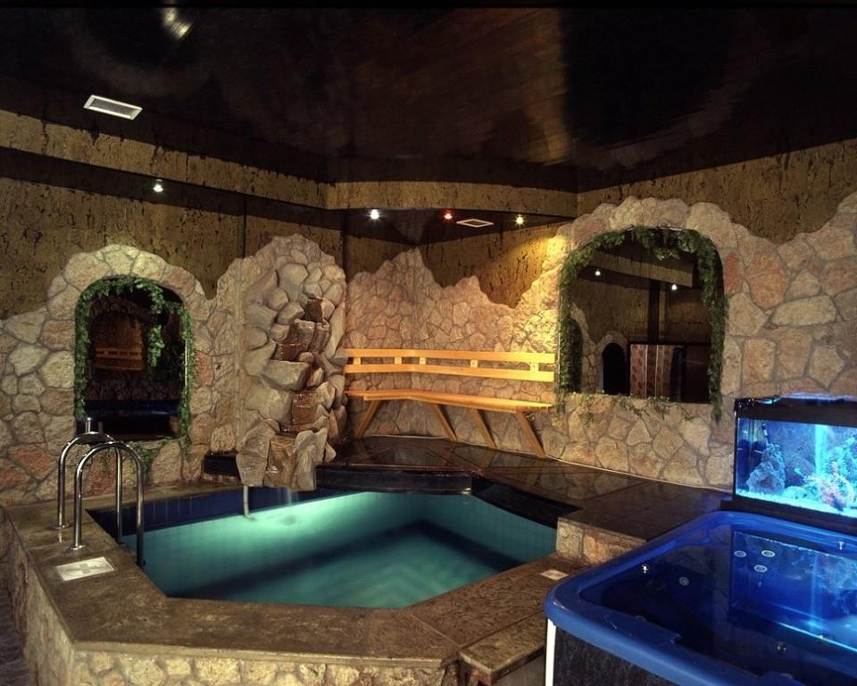 Натяжной потолок в бане