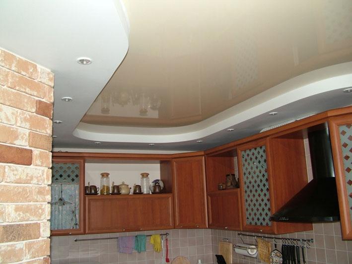 Двухуровневый натяжной потолок в кухне