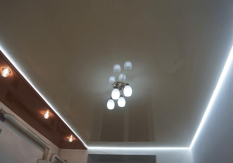 с подсветкой в зале
