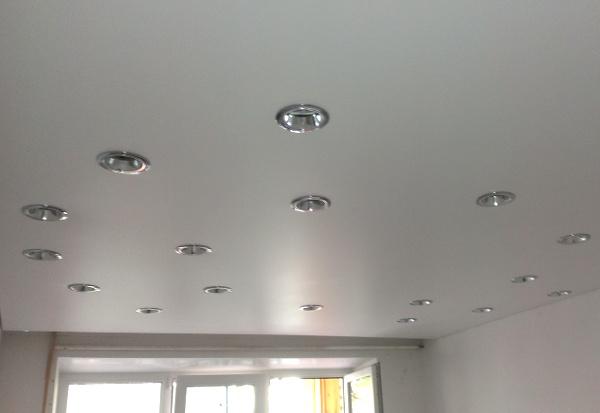 Как сделать точечные светильники на потолок 628